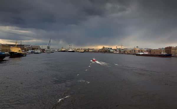 Теплоход из Центра Петербурга в Севкабель-порт и обратно