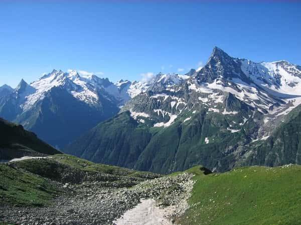 Домбай - в край ледников, горных вершин и живописных озер