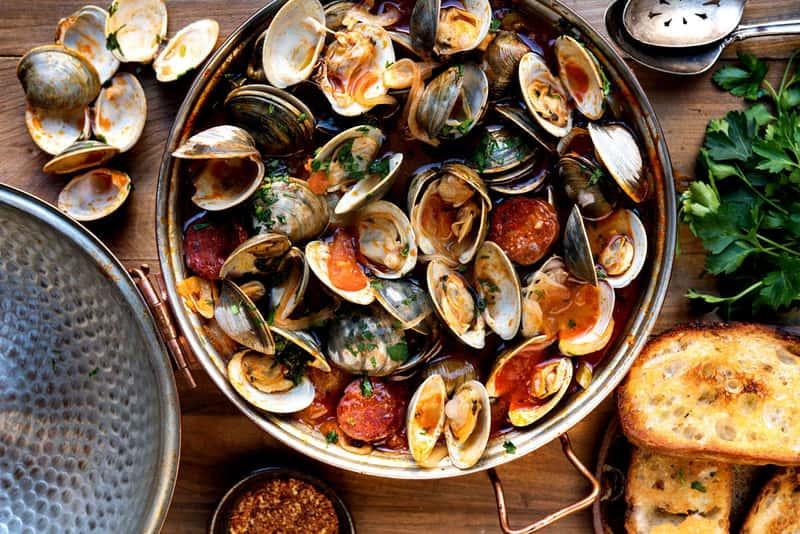 Изобилие блюд из морепродуктов, не может не радовать