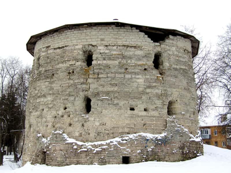 Михайловская башня в Пскове
