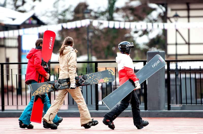 Катание на сноубордах и лыжах, популярный вид отдыха в Сочи
