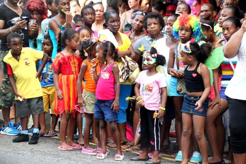 Местные жители на празднике, посвященному Дню национального примирения